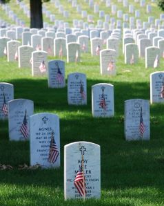 477px-Graves_at_Arlington_on_Memorial_Day
