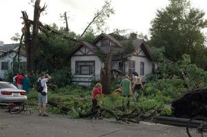 "See Mrbula's <a href=""http://www.flickr.com/photos/mrbula/sets/72157621965025757/show/with/3838114539/"" target=""_blank"">Mrbula's tornado slide show here</a>"