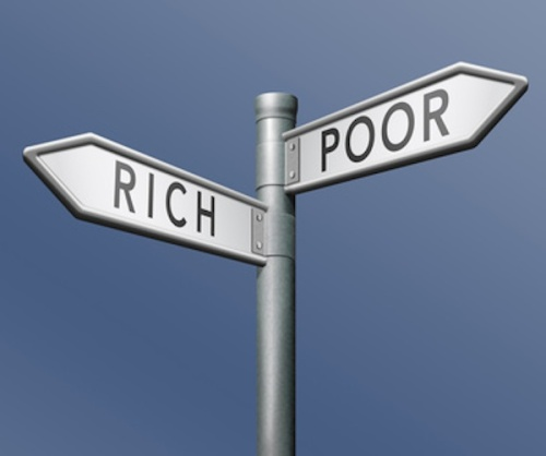 rich or poor © kikkerdirk - Fotolia